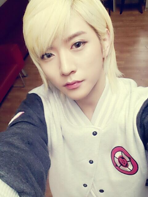 130418 NU'EST Twitter update @NUESTNEWS: [REN] Uploading selca to fulfill the request and to inform i'm still alive! Although this photo is an old photo, but LOVEs would love this! kk trans by thenuest  REN.