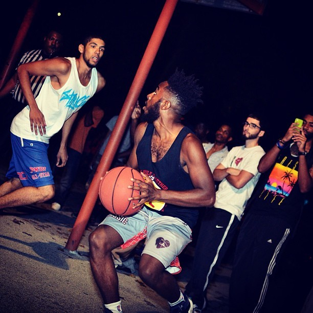 #TBT from the 1st annual @kingsruletogether #TeesVsTanks 3x3 basketball tournament. Last year we had 16 different clothing brands & this year we are looking to add more teams. Lock in the date June 30th. If you are a clothing brand and is interested in being apart of the tournament please email info@kingsruletogether.com for more info. www.kingsruletogether.com #throwbackthursday #AKingsGame #youngking #King #KRTfitness #kingsruletogether #KRT photo by @Creativi_d