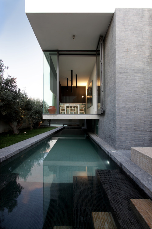 hanging home | pool ~ chris briffa architects