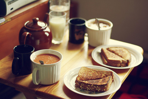 j-upitar:  noceuse:  dinner for two on a rainy day by Simply Stardust on Flickr.  .