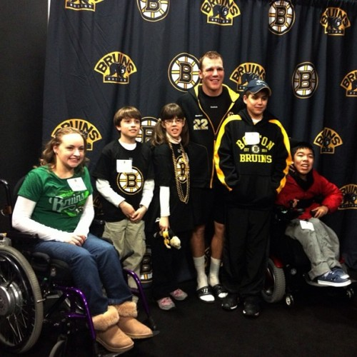 Thornton meets with children invited by the B's & Muscular Dystrophy Association postgame #nhlbruins