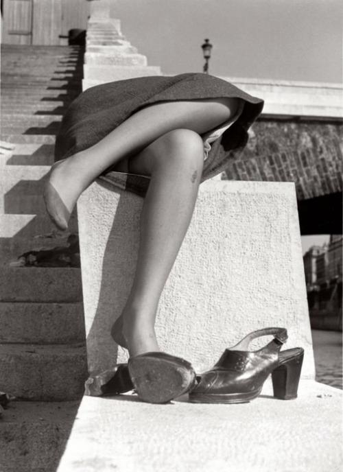 Izis Bidermanas Sur les quais de la Seine. Paris (1949)