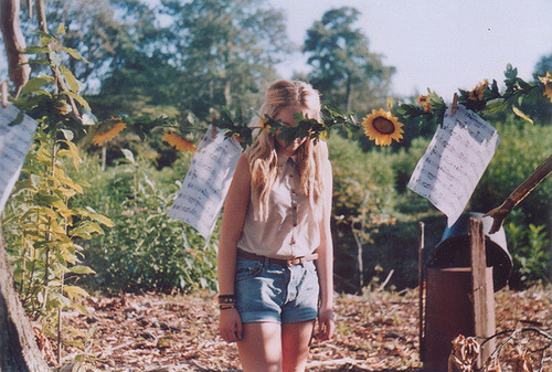 odespertardasflores:  (3) girl | Tumblr on We Heart It. http://weheartit.com/entry/52019896/via/dashingxo