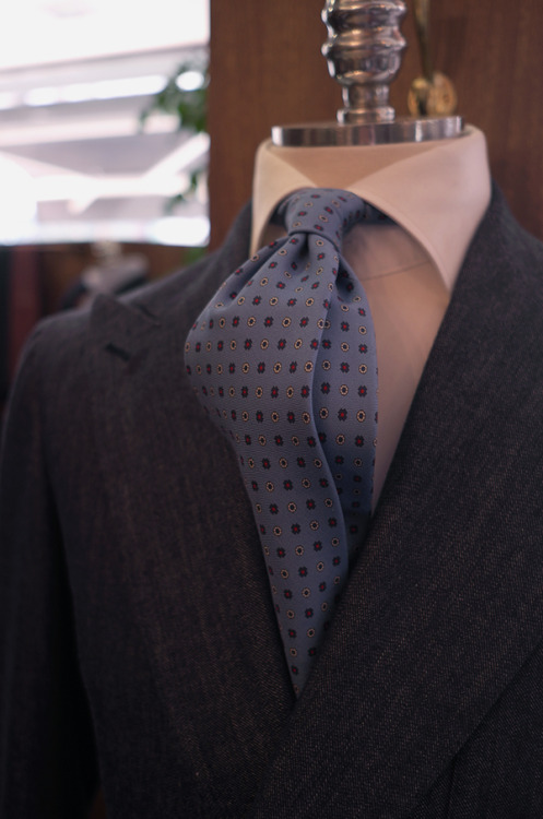 bntailor:  Fiorio's double dimple at B&Tailorshop