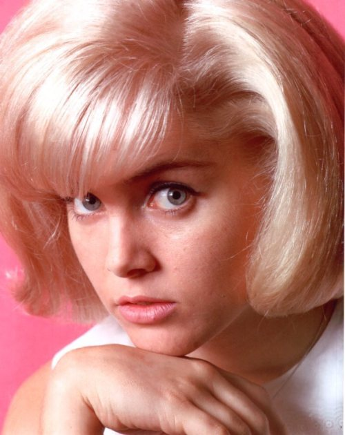 my-sin-my-soul-lo-lee-ta:  Sue Lyon, 1964