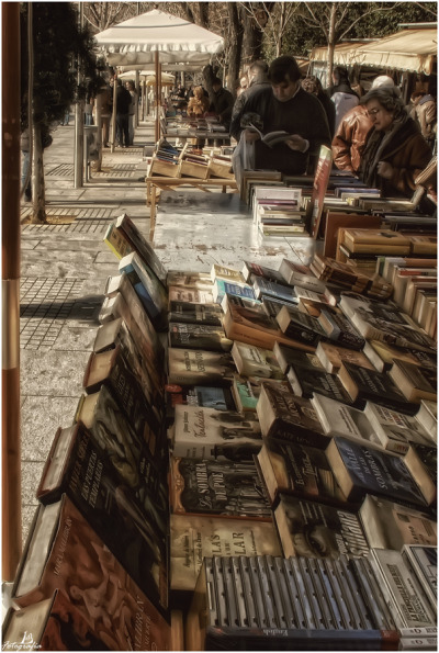 nosquaretospare:  Open air bookstore (by Manuel Lancha)  Nice.