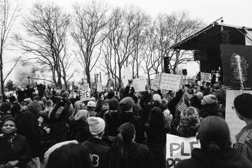 kelly smith 35mm black and white expired film canon ae-1 womens march philadelphia protest trump documentary photojournalism film photographers on tumblr artists on tumblr imiging