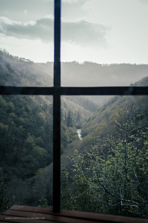 brutalgeneration:  fragas do Eume III (by NOMMAD PHOTO)  A ROOM WITH A VIEW A NICE VIEW TO WAKE UP TO EACH MORNING. FAR FROM BUILDINGS AND PEOPLE. TO BE ABLE TO BREATHE IN CLEAN AIR AND FEEL FRESH BREEZES AGAINST YOUR FACE. I BELIEVE I WOULD LIKE THAT.