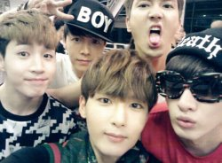 ryeong9: 슈퍼주니어 M 태국에서~ 태국 엘프들 오늘 즐겨요 ~^^!!!  [TRANS] Super Junior M at Thailand~ thailand ELF(,) enjoy today ~^^!!! (credits: @teukables)