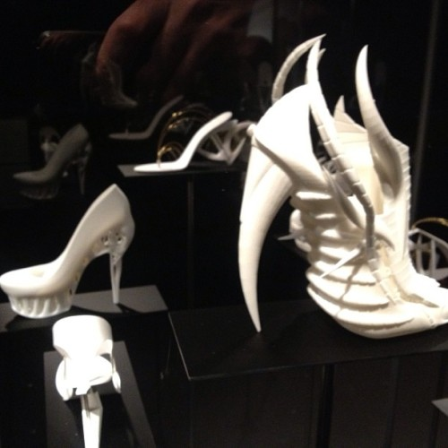 Shapeways 3d printed shoes at 'shoe obsession' exhibition at FIT. #fashion #shoe #nyc #3dprint #3dprinted #shoes #lasers (at Fashion Institute of Technology)