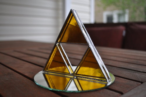 legend-of-zeldas-lullaby:  3D Glass Triforce by *grandapok