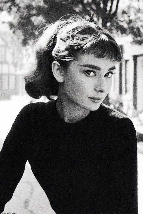vintagegal:  Audrey Hepburn photographed by Mark Shaw, 1953