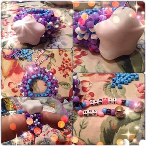 "💙🌟💜🍭 made another cage cuff because I wanted to try something new to add onto the cuff so I added some words ""kawaii bby"" and added a light up star to it, I still have to add new batteries cause it's dead lol 😁 but anywho, the star lights up and it changes color when you press the middle of it 🌈.  😊 this might be up for trades if I don't trade it in person at womp. 🍭💜🌟💙 #kandi #kawaii #star #lightup #ponybeads #mine"
