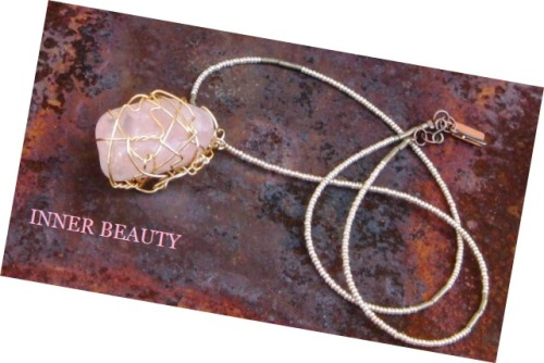 Outer #beauty attracts. Inner beauty captivates. Jewelry designer Vibrant Aura gives us true inner beauty with this rose quartz piece.
