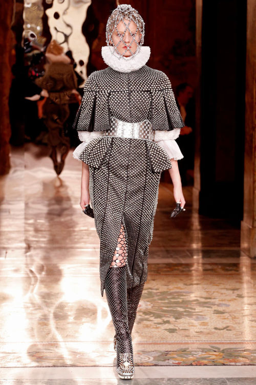 timeless-couture:  Alexander McQueen Fall/Winter 2013-2014 at Paris Fashion Week See my favorite looks of this collection here Check the highlights of this season