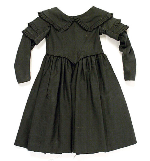 Child's mourning dress, 1844 US, the Metropolitan Museum of Art