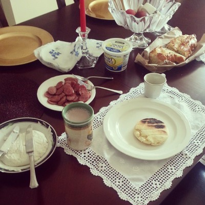 adailydoseofcoffee:Mother's day breakfast(: happy Mother's day to all the moms! ♥ #happymothersday #breakfast #arepasCami_gurl- OMG Thats my house!!!!
