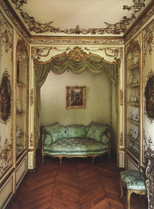 afineandprivateplace:  Historic House Site, Paris