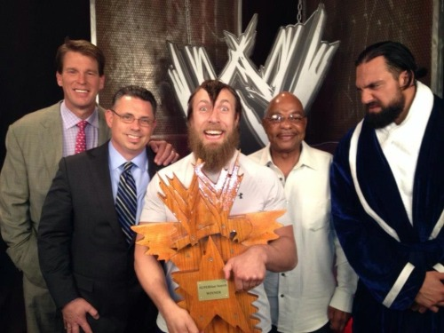 p0ppunknotcollars:  Daniel Bryan wins WWE superstar search on the JBL and Cole show!