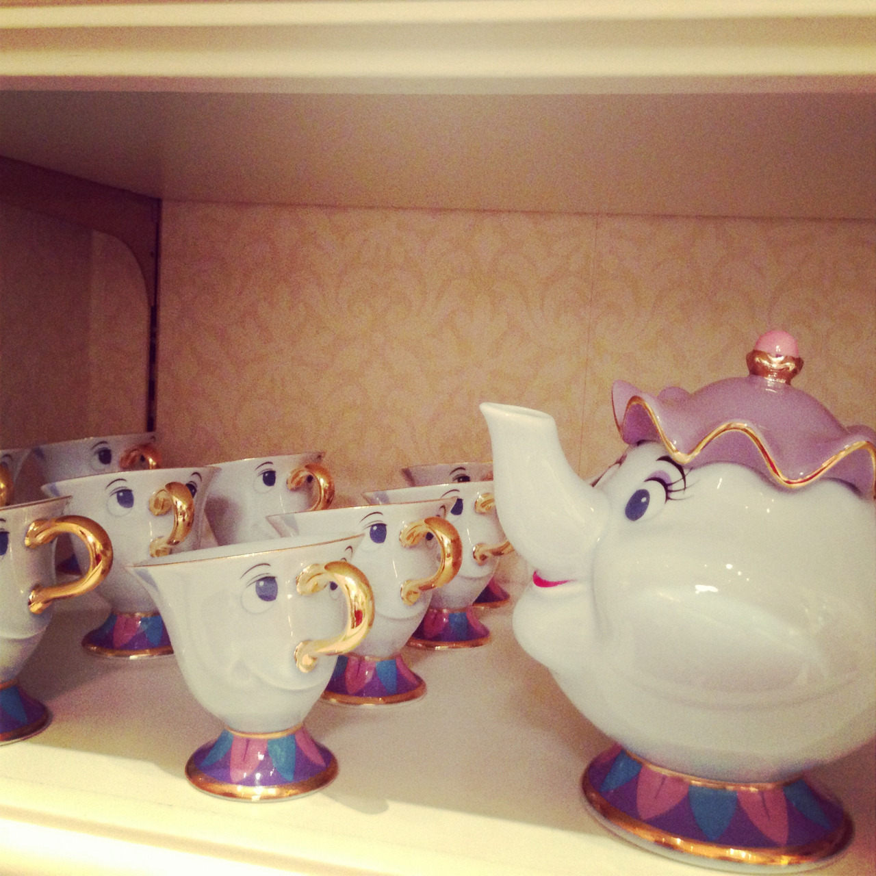 I need this tea set!!!!