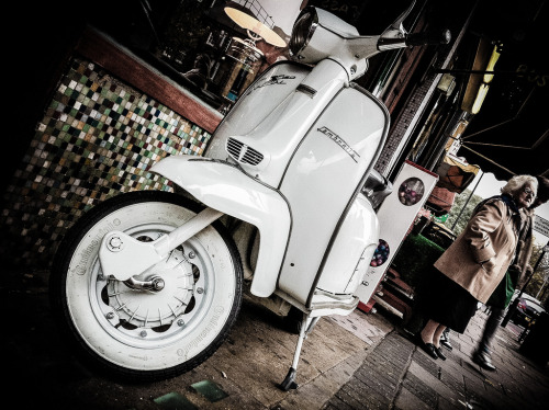 oldscoot:  Lambretta SX150 Photo by John Shepherd via flickr