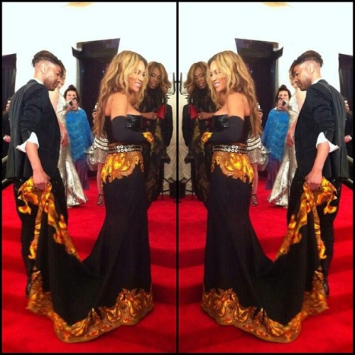 But #queenB has him carrying her train. I CAN'T!!! #slay #fashion #beyonce #metgala #werk #beyhive #diva #love #today #tonight