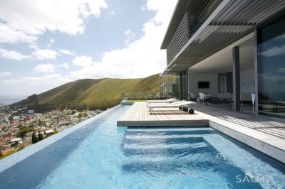 (via Head 1815 House by SAOTA)