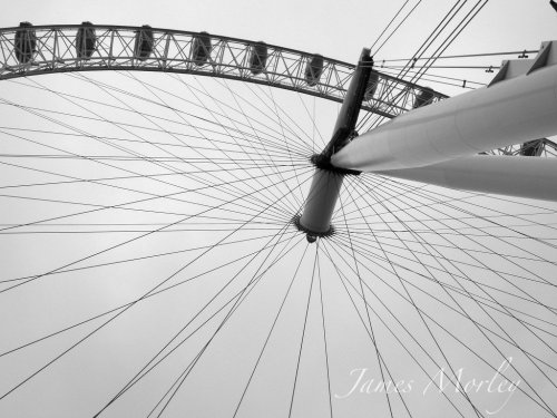 Spokes On A Wheel#allshots #beautiful #blackandwhite #photography #London #architecture #picoftheday #ForTheLoveOfBlackAndWhite #bw #streamzoo(from @JamesMorley on Streamzoo)