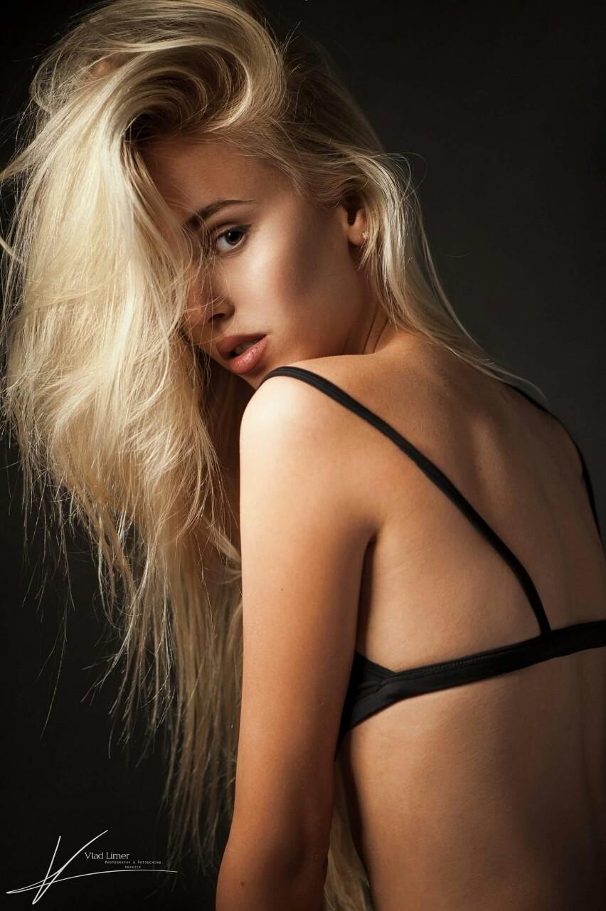страстная блондинка кончила от кунилингуса