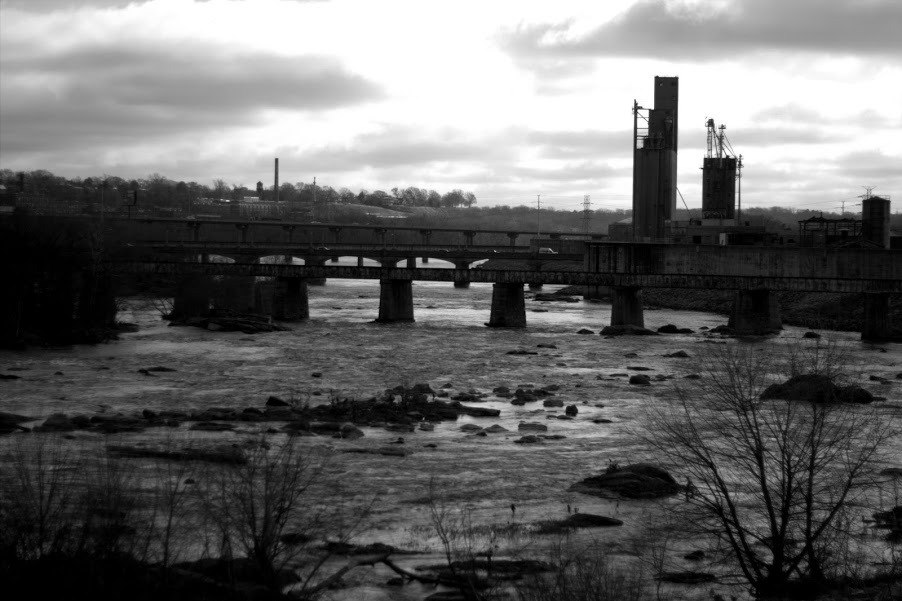 James River from the south Flood Wall in RVA.  50mm 1.8 Canon 60D