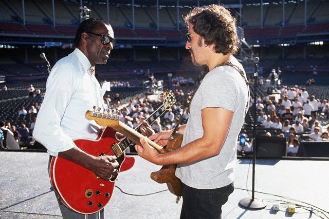 cosmickidinfullcostumedress:  bruce with chuck berry. awwww yisss johnny b goode