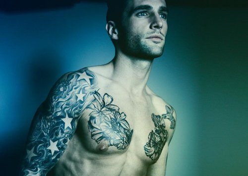 hand-inmy-pocket:  Guys with tattoos are handsome<3