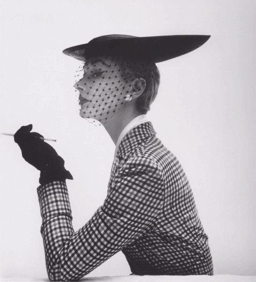 modaebellezza:  Lisa Fonssagrives by Irving Penn.