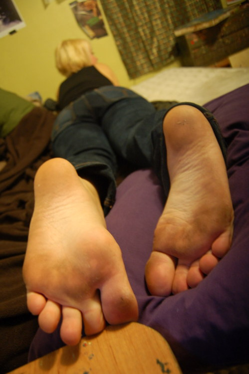 feetplease:  How can dirty soles like these be so appetizing? girlyourfeetarecool:  Jackie does it again with the dirty feet!