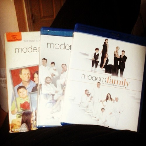 drthunder138:  #modernfamily season one thru three on blu ray!