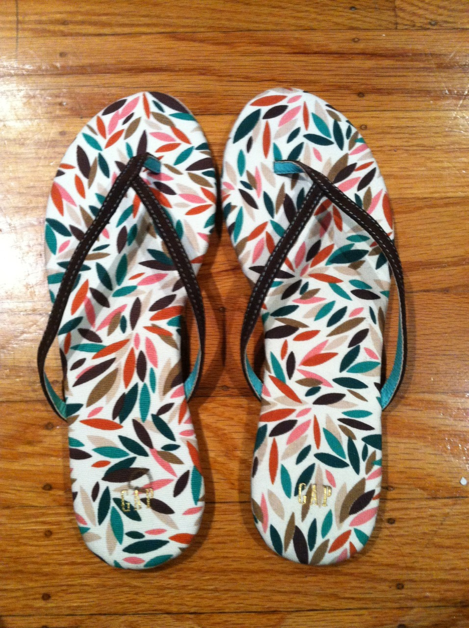 A box filled with early birthday presents arrived today and these cute sandals were the first thing that caught my eye. :) They've got a sturdy wooden bottom with a tiny heart-shaped heel and the fabric on top feels good on bare feet. Love the pattern too! Now I really want warm weather to reach this foggy city!