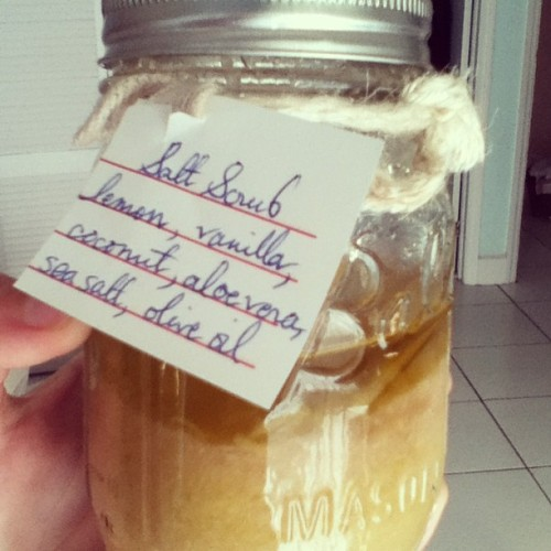 @meghann_carroll gave me the cutest birthday present. Hand made salt scrub with home made everything, ragged island salt, homemade coconut pulp from Eleuthera coconuts, aloe from her garden…over the top. Thank you!!! #presents #lovemybestie #latergram