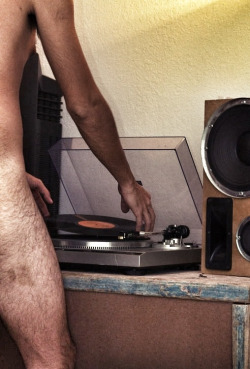 manlovesmanatees:  vinyl lovers totally!