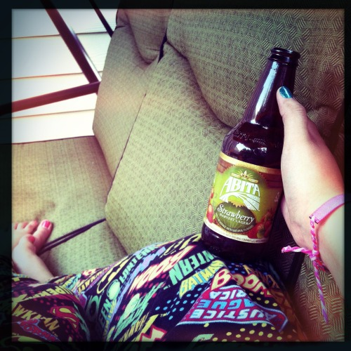 Chillin' and swingin' with a refreshing beer. 😌🍺 #beer #abita #strawberryharvest #craftbeer #relaxing #ahsunday