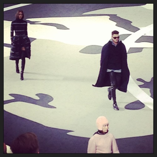 teamjwu:  #chanel show! My friend @baptistegiabiconi :) great to see you! #pfw #paris #runway #fashion #parisfashionweek #france #mode