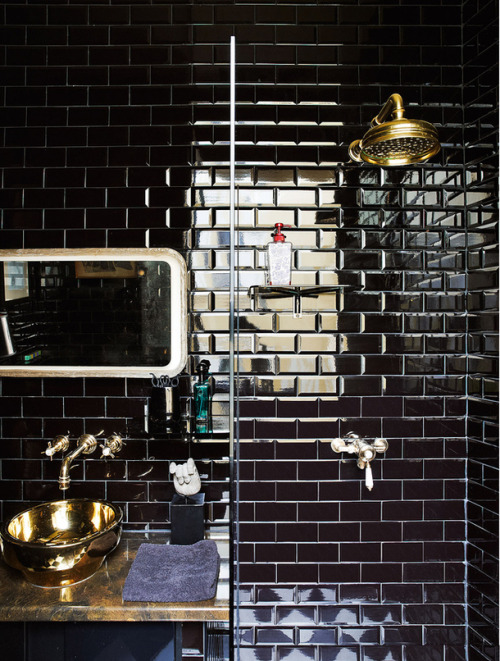 thedecorista:  masculine bathroom. black and brass VIA