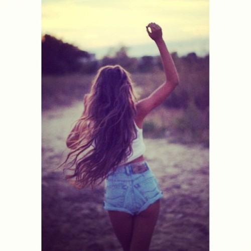 #dearsummer please come back we miss you! Ladies would you agree? #longhair #hair #sunrise #sunshine #denimshorts #wavyhair #instamood #instagood #sunnysmoments #sunnys #summer #escape #freedom   (at sunny's hair and wigs)