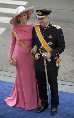 The duke and duchess of Brabant.  Gosh!! Phillipe looks soooo old! 0_o . Mathilde, perfect as always, tho im not to fancy of the gown she s wearing…