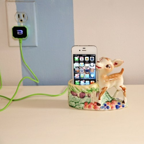 craftjunkie:  Phone Charging Dock {How to} Found at: mysocalledcraftylife  So effing cute!!!