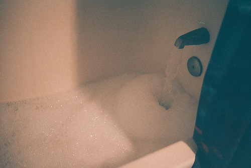 twiggyart:  I love bubble baths
