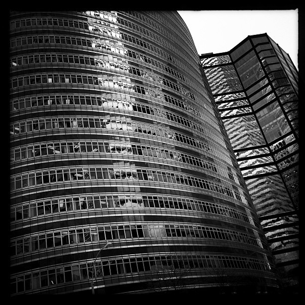 Lipstick Building (iP5) #nyc #architecture #design #style #blackandwhite #street #sky #skyline #skyscrapers #cool #instagood #instamood #phototag_it #location #lipstick #building #skyline  (at Lipstick Building)