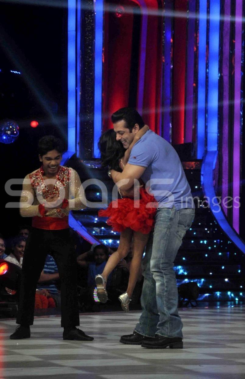 ★ Salman Khan promotes Bigg Boss 7 on Jhalak Dikhhla Jaa (August 27th 2013) !   Tumblr_ms7lolpzJb1qctnzso4_1280