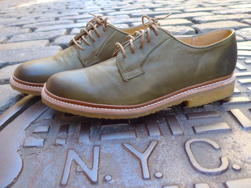 JAMES CREPE OXFORD BY THE FRYE COMPANY As the Frye boot craze marches on, pun intended, the 150 year old company continues to grow, brining know-how and quality to an even more fashion focused initiative. The new line of men's crepe sole oxfords is by far our favorite Frye cration. The James Crepe Oxford is available in olive (shown above), cognac, whiskey, and navy, and all of them are beautifully constructed with soft vintage leather. If you haven't payed them a visit in a while, you should do so HERE. The line has grown and this time more is better.