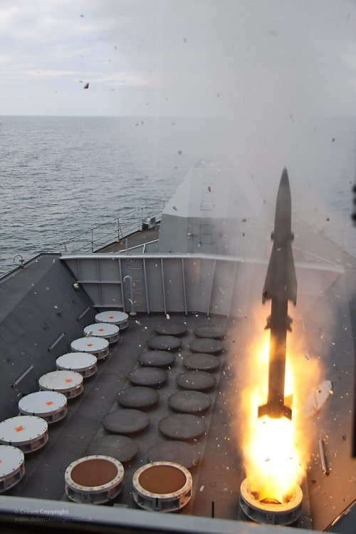 standywandyandard:  A vertical launch Sea Wolf missile is fired from Type 23 frigate HMS Richmond.