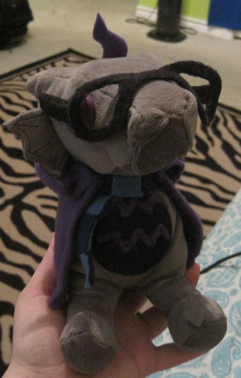 sweetartsandhellacrafts:  This is my Eridan Scalemate that I made recently (◡‿◡✿) I'm really happy with how it turned out, I love the little cloak… I'm debating on making horns for him, maybe I will later…